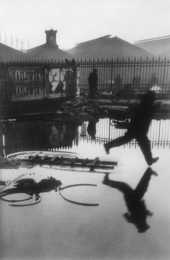 Derrière la Gare Saint-Lazare - Henri Cartier-Bresson – 1932
